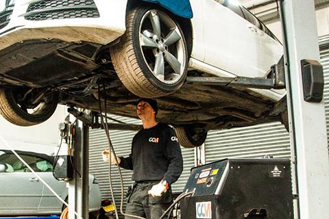 CCM mechanic flushes Audi gearbox
