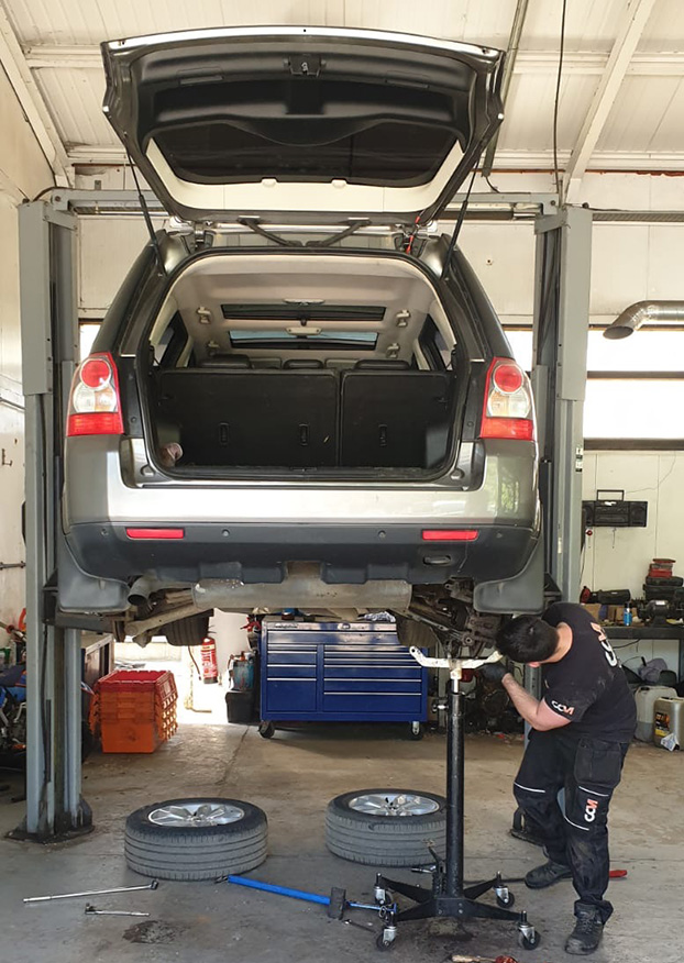 CCM Mechanic Inspects Land Rover Tyres