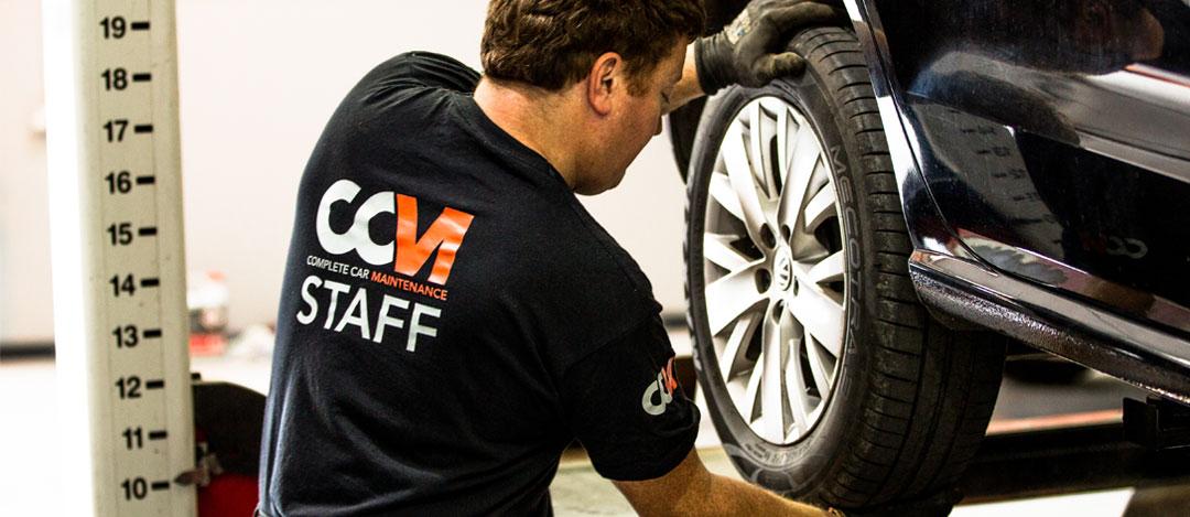 CCM Mechanic Fixing Tyre